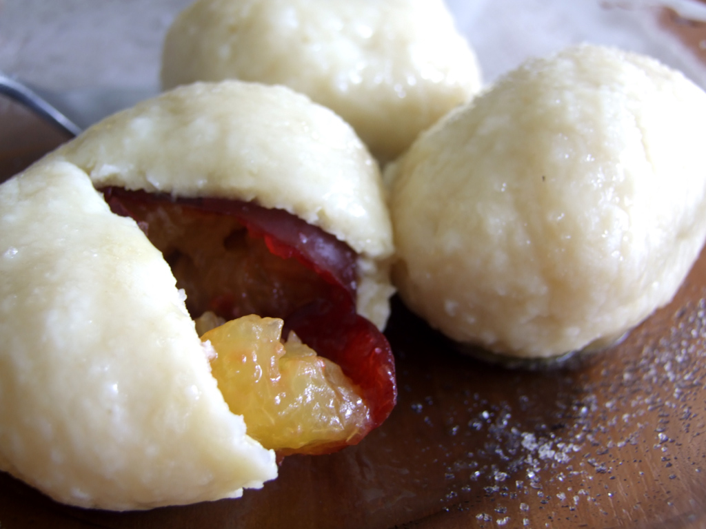 Yeast and curd dumplings with fruit stuffing