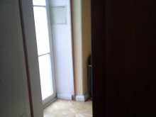 Dveře po vystoupení z výtahu