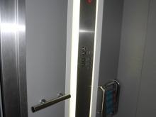 Výtah (pravé křídlo od hlavního vchodu) kabina